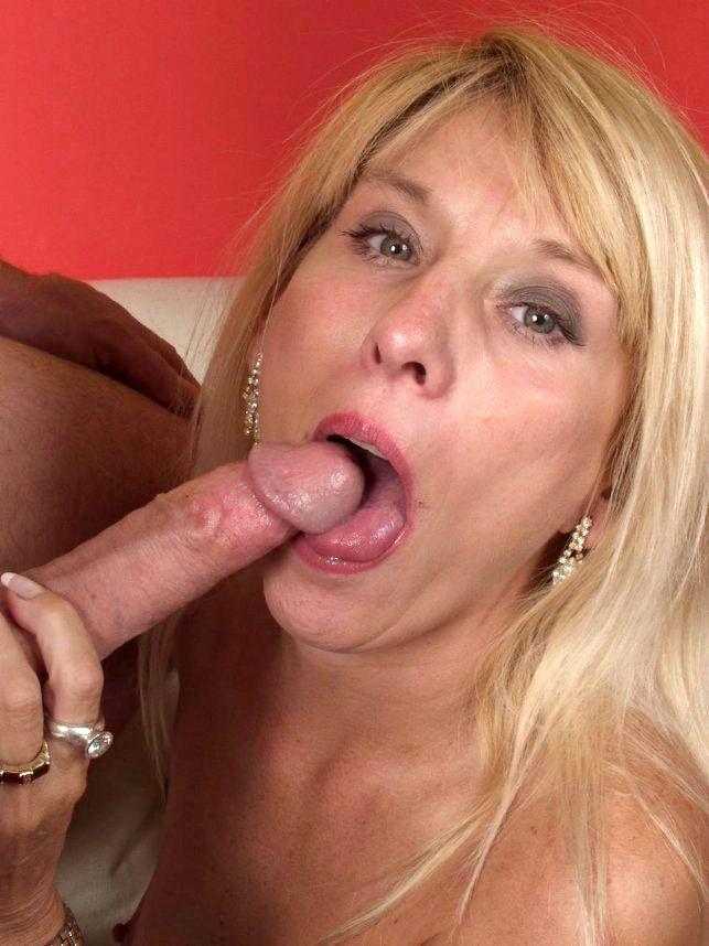 Blond sucer femme mature
